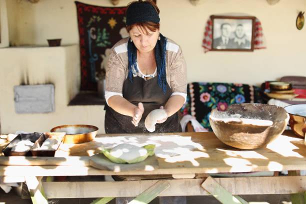 making bread in traditional way - baking bread at home imagens e fotografias de stock