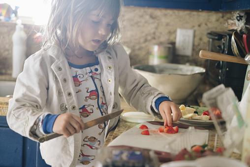 Ontbijt Maken Stockfoto en meer beelden van 4-5 jaar