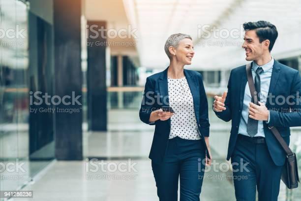 Making business together picture id941286236?b=1&k=6&m=941286236&s=612x612&h=4gg8tf wt2marx41bew3zekti1weg9ntz1hfk avedu=