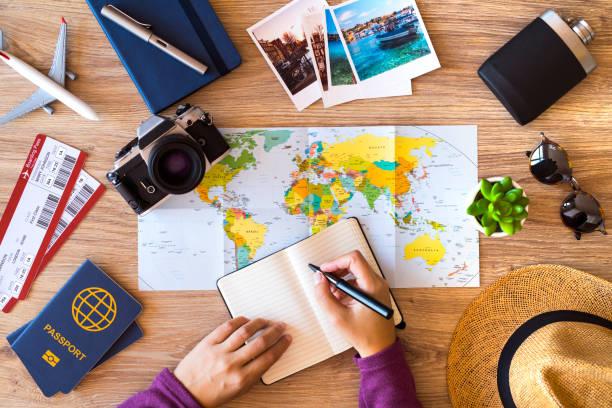 checklist maken voor reizen - travel stockfoto's en -beelden