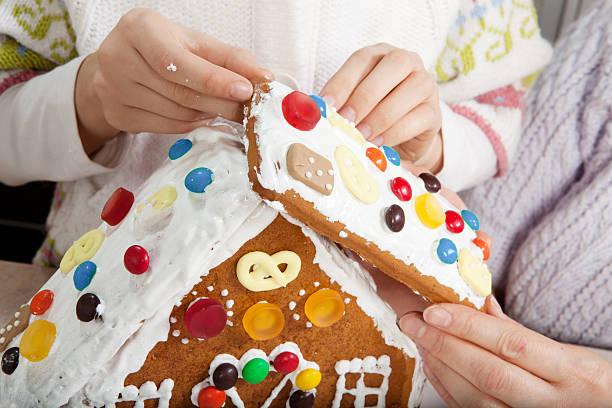 Zu Weihnachten Lebkuchenhaus zusammen – Foto