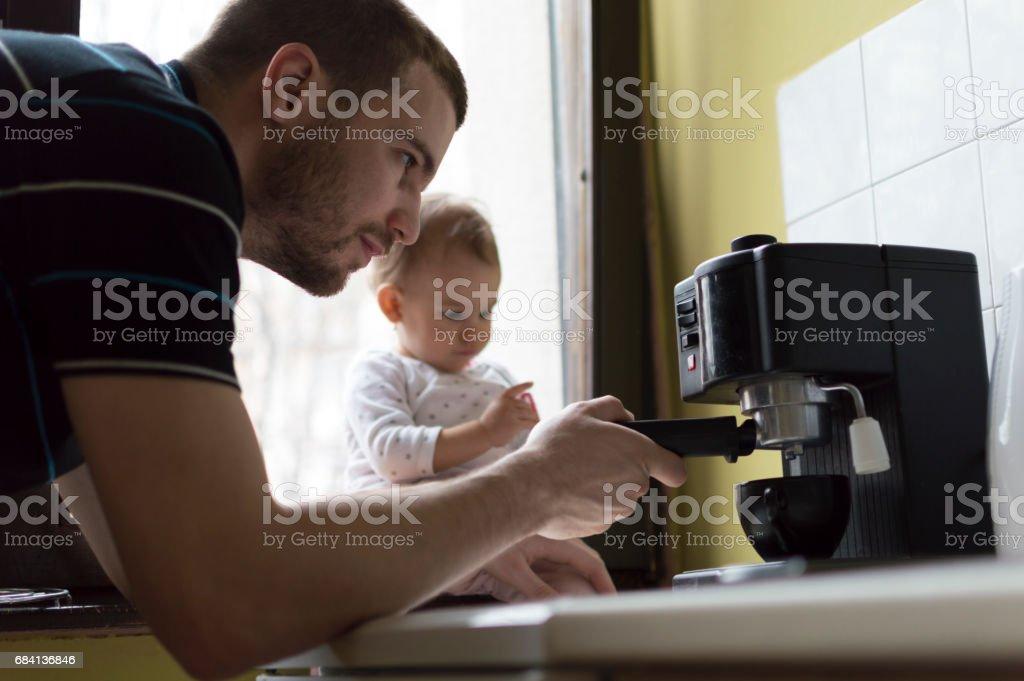 Samen maken van de koffie royalty free stockfoto