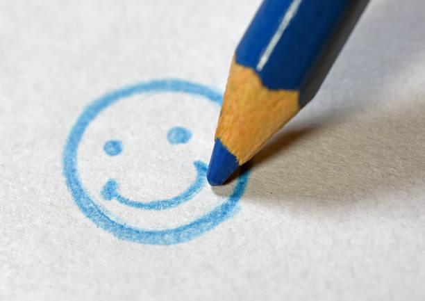 cusromer mit service glücklich zu machen - kundenzufriedenheit stock-fotos und bilder