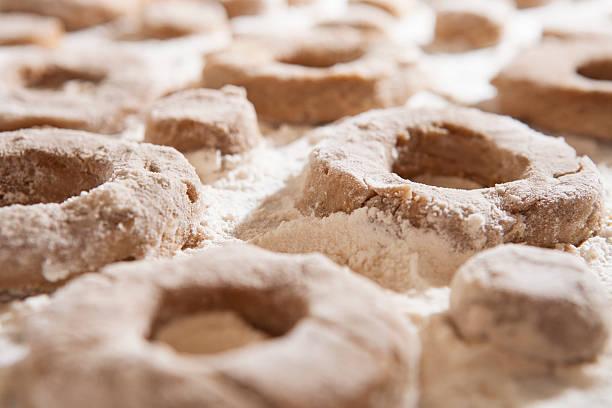 , donuts von grund auf - apfelweinkuchen stock-fotos und bilder
