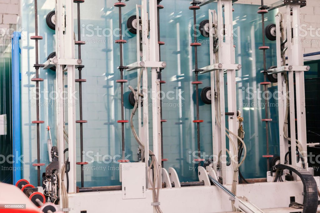 making double-layer glass windows – Foto