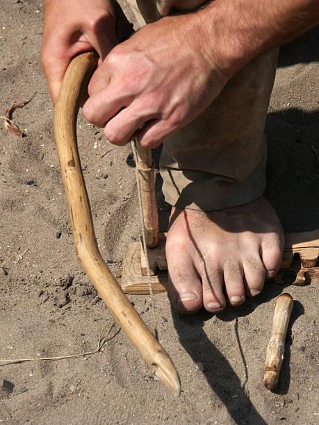 die fire mit handbow hände und füße - bogen bauen stock-fotos und bilder