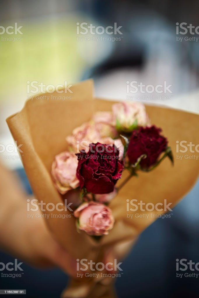 Making flower bouquet