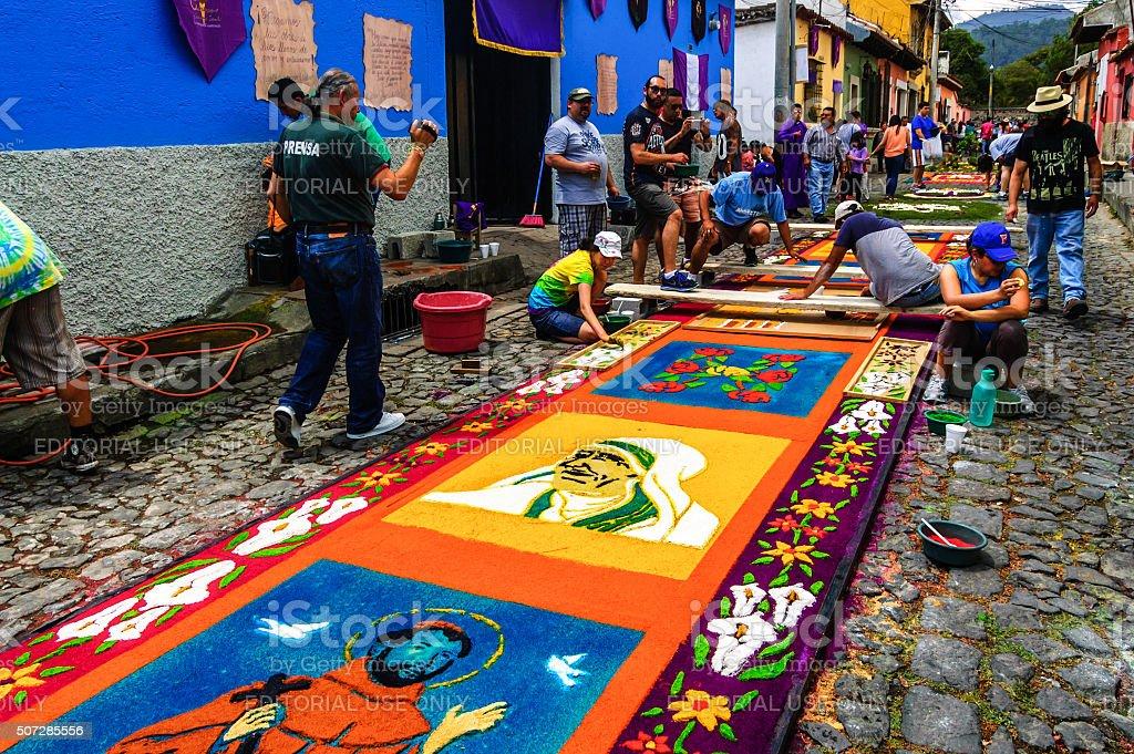 Fotograf a de la semana santa procesional alfombras for Alfombras de antigua