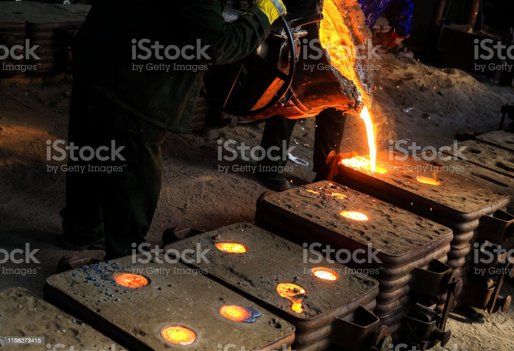 Making hot iron in foundry