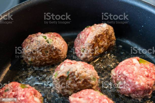 Fleischbällchen In Einer Küche Zu Machen Stockfoto und mehr Bilder von Aussicht genießen