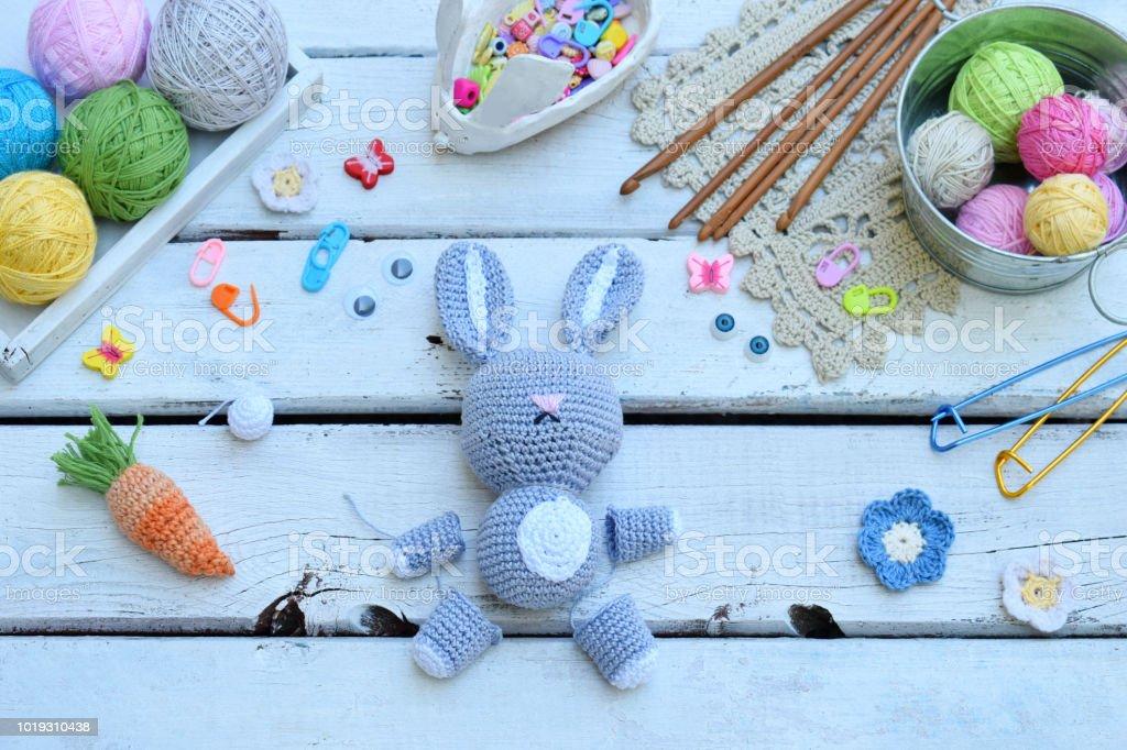 crochet) How To Crochet a Carrot - Yarn Scrap Friday - YouTube | 682x1024