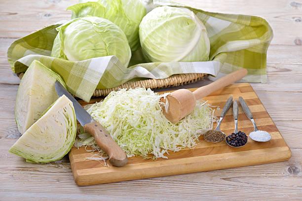 Making sauerkraut – Foto