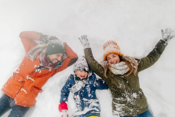 눈 천사 만들기 - winter 뉴스 사진 이미지