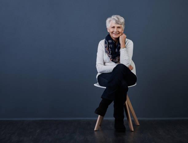göra bäst av dagen - mature women studio grey hair bildbanksfoton och bilder