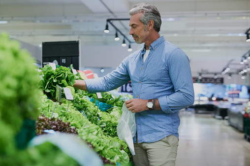 istock Making the grocery run a healthy one 951088422
