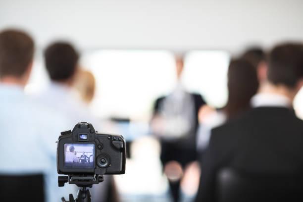Video von Geschäftsleuten zu machen – Foto