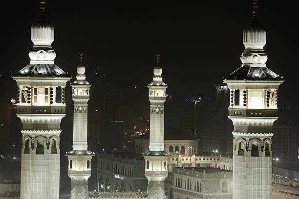 la mecque kaaba et les personnes comming pour hajj - omra photos et images de collection