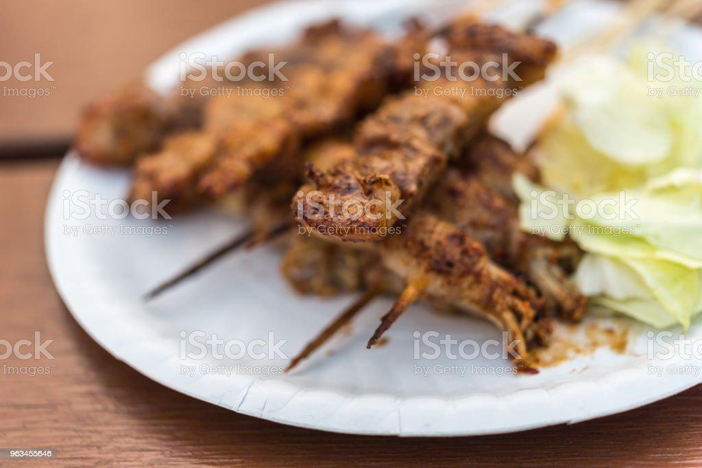 Mala grillat kött med sichuanpeppar på marknaden - Royaltyfri Aperitif - Måltid Bildbanksbilder