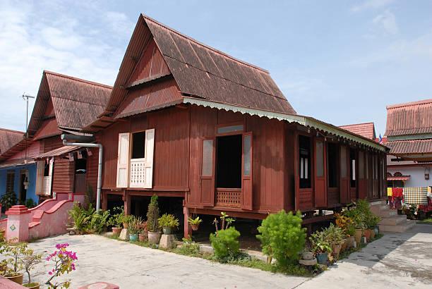 malay kampung house, melaka - malakka staat stockfoto's en -beelden