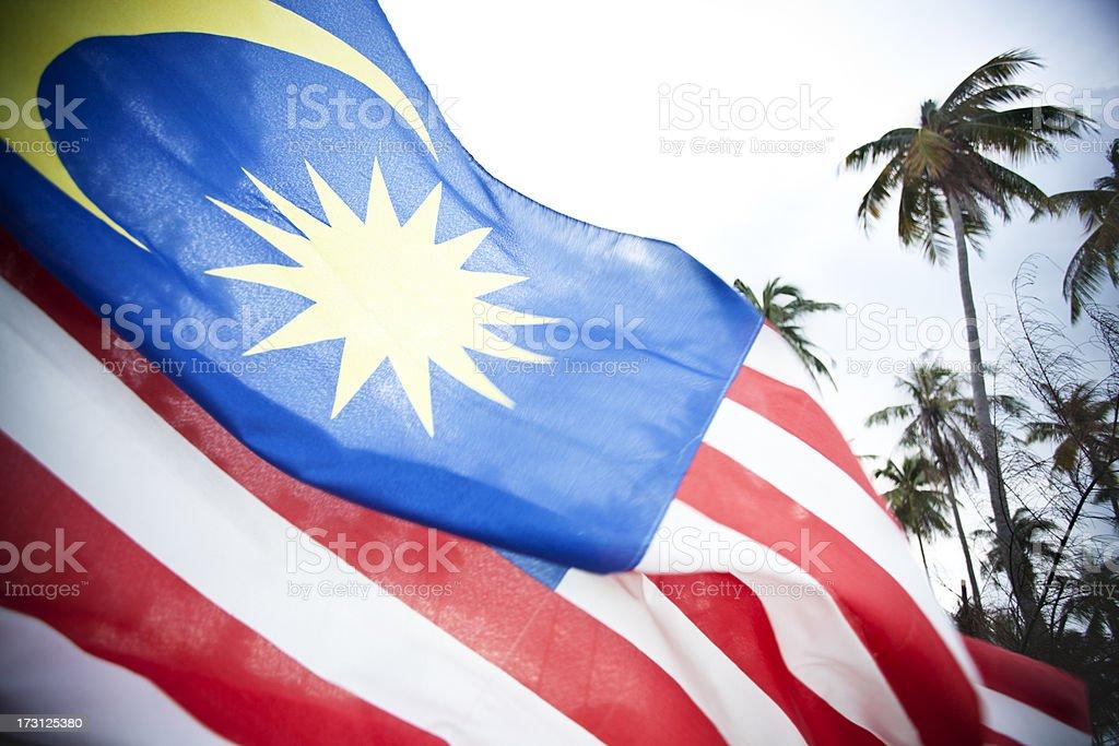 Malásia bandeira contra o céu. - foto de acervo