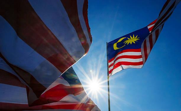 malaysia flag - maleisië stockfoto's en -beelden