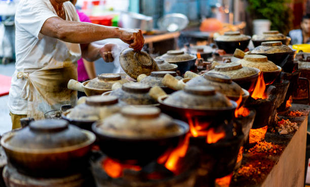 malaysia hawker culture, clay pot chicken rice stock photo - unesco foto e immagini stock