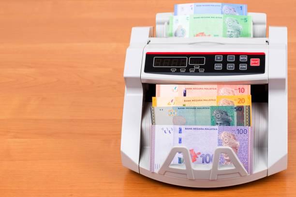 Malaysisches Geld in einer Zählmaschine – Foto