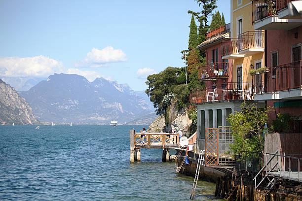 malcesine, zum gardasee, italien - ferienhaus am gardasee stock-fotos und bilder