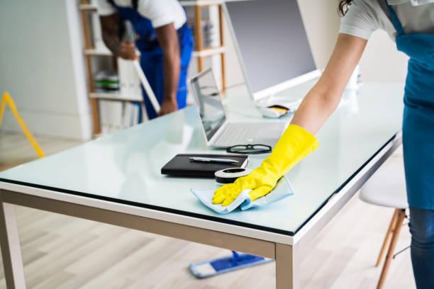 Reinigungsbüro für männliche und weibliche Reinigungskräfte – Foto