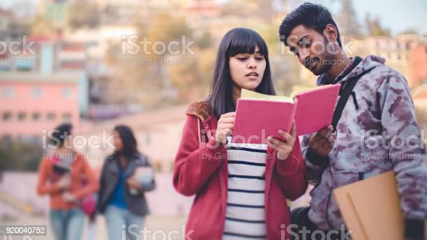 Male and female college student friends together picture id920040752?b=1&k=6&m=920040752&s=612x612&h=vrq4eliuudqg5rjavil44 7h5qnxhncxlcz1i5fdfiw=
