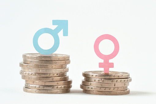 Male And Female Symbols On Piles Of Coins Gender Pay Equality Concept - Fotografie stock e altre immagini di Composizione orizzontale