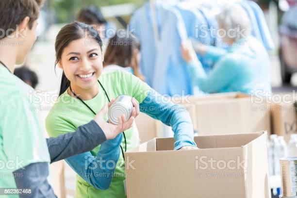 Male and female volunteers sort donations during food drive picture id862362468?b=1&k=6&m=862362468&s=612x612&h=t0egvhcg43pfcklbgmvtrnsz6d mibxddyhbxntt6gq=