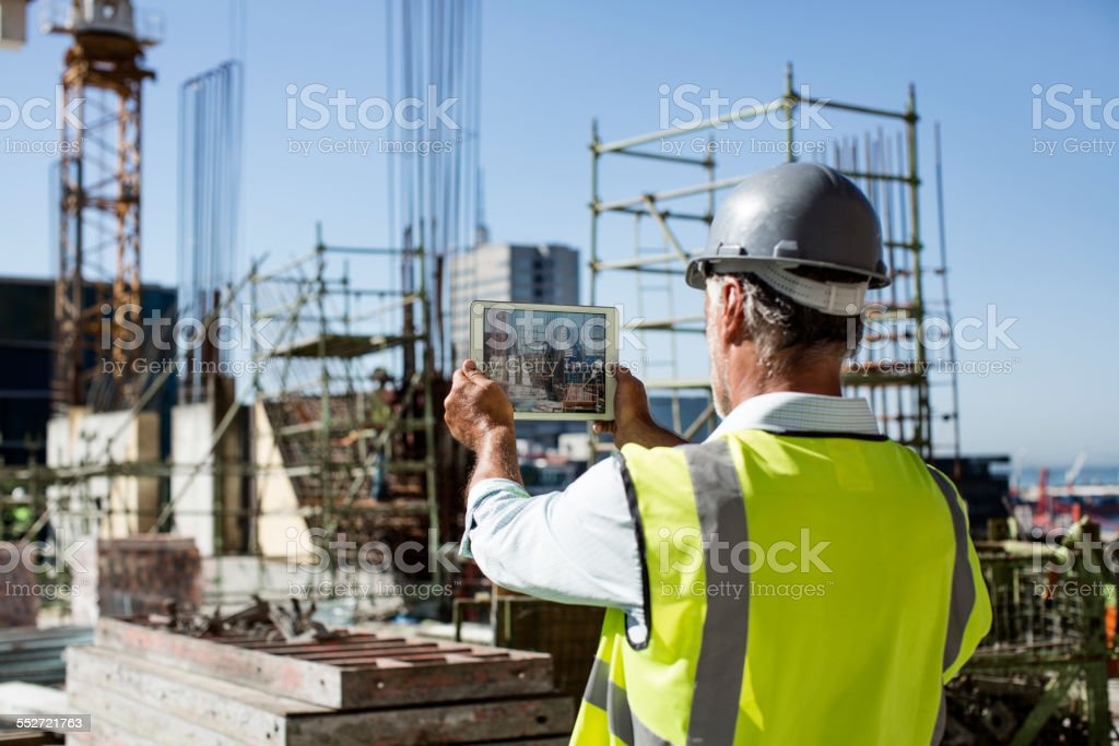 Male architect photographing construction site – Foto