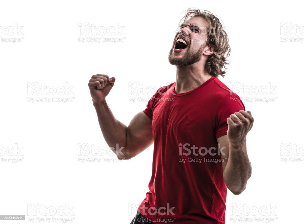 Athlète masculin / ventilateur en uniforme rouge célébrant sur fond blanc - Photo