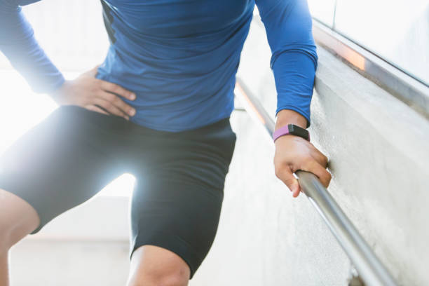 Male athlete with hip injury – zdjęcie