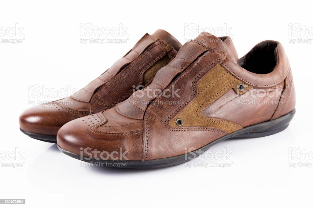 f158224be5 Zapatos De Hombre Cuero Marrón Sobre Fondo Blanco Producto Aislado ...