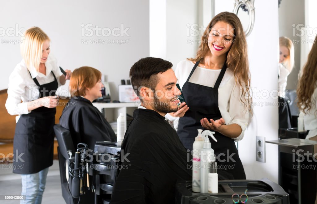 Male customer in a barbershop - foto stock