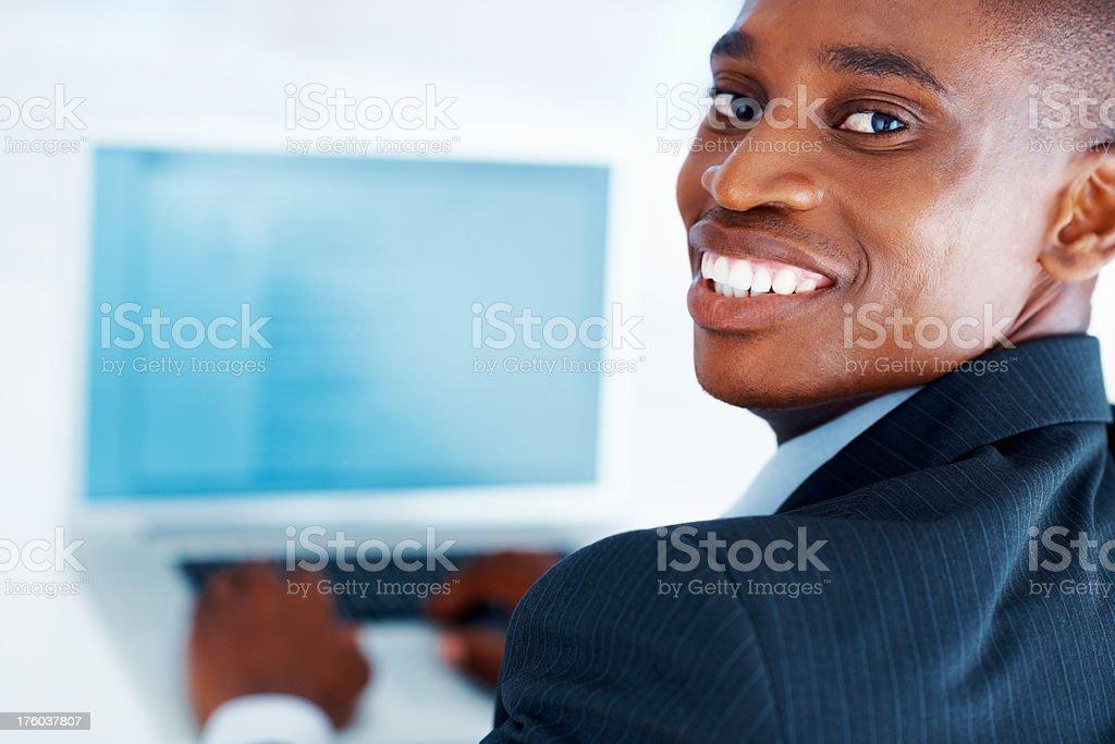 Männliche executive mit laptop Lizenzfreies stock-foto