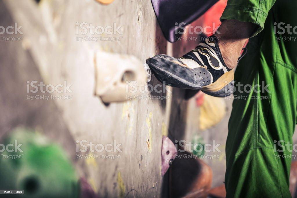 männlichen Fuß auf Kletterwand – Foto
