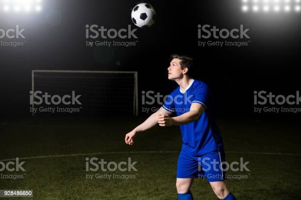 Male footballer heading a ball picture id928486650?b=1&k=6&m=928486650&s=612x612&h=jkexynpfaypdnauad2bqvccb4f doax n8rid1npmiy=