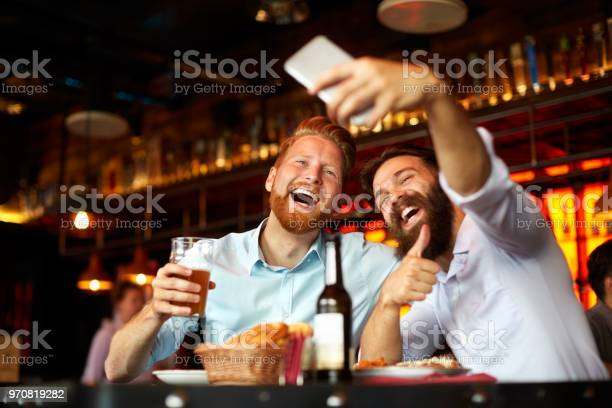 Male friends in the bar posing for a selfie picture id970819282?b=1&k=6&m=970819282&s=612x612&h=wxopy2k4wvlgusnkfqrpciqli w61x2wijrf ysvof0=
