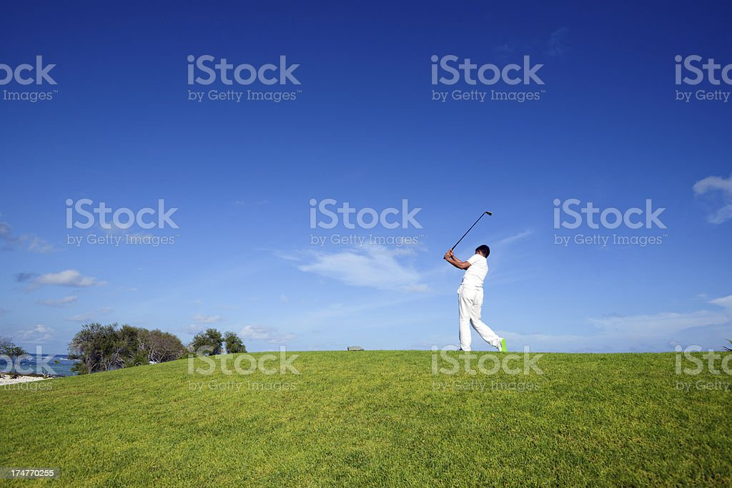 Male Golfer Playing Golf​​​ foto
