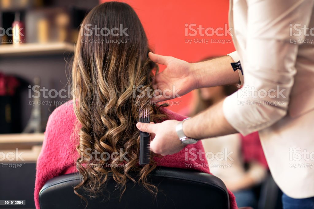 男理髮師造型客戶頭髮 - 免版稅乾淨圖庫照片