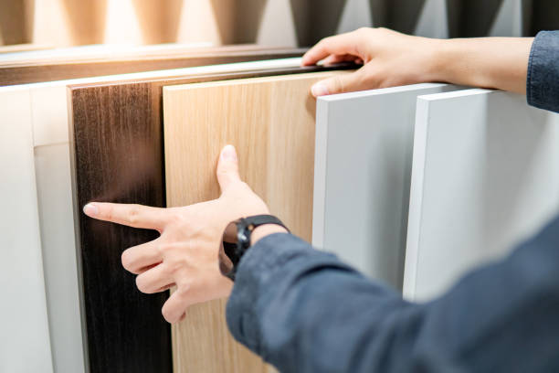 Male hand choosing cabinet or countertop materials Male hand choosing cabinet panel materials or countertops for built-in furniture design. Shopping furniture and decoration. Home improvement concept showroom stock pictures, royalty-free photos & images