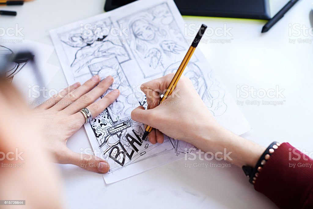 Male hands drawing the comics - foto de acervo