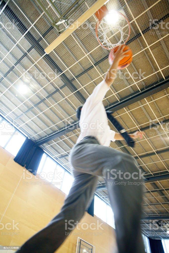 一射籃的男性高中學生 免版稅 stock photo