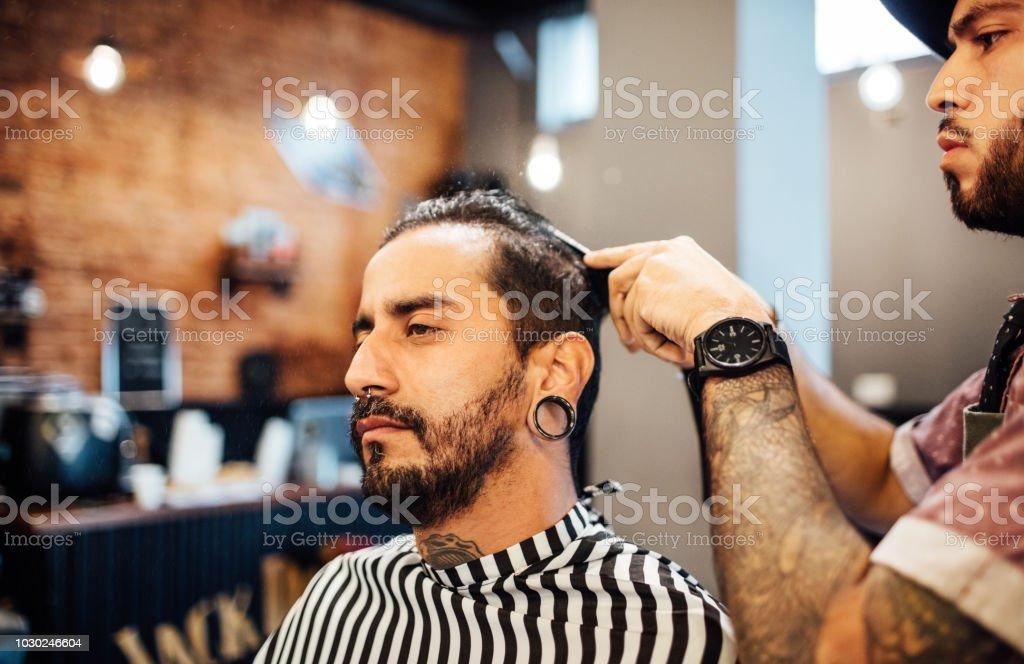 Mannliche Hipster Immer Neue Frisur Von Friseur Stockfoto Und Mehr