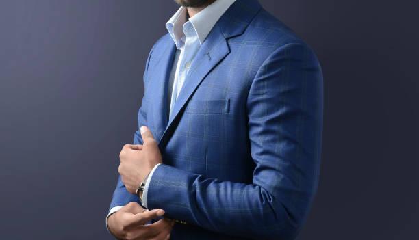 mannelijk model in een blauw pak, casual outfit. - pak stockfoto's en -beelden