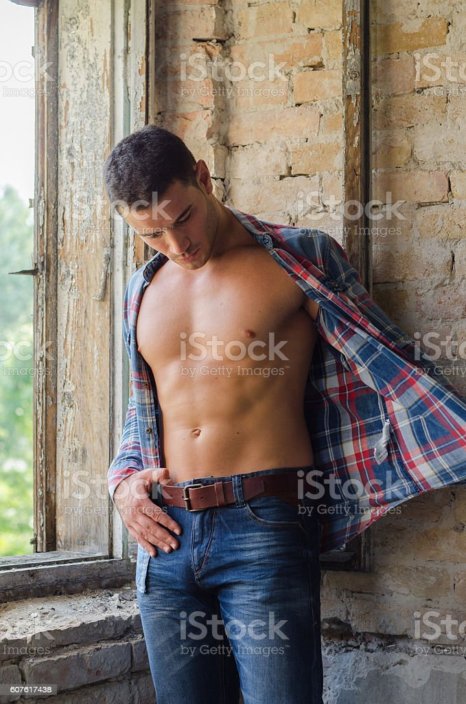 Male model posing in a plaid shirt - foto de acervo