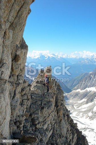 Male Mountain Guide Lead Climbing On An Exposed Granite Ridge In The Alps - Stockowe zdjęcia i więcej obrazów Alpy